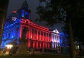 ادای احترام بناهای مشهور دنیا به قربانیان حمله منچستر +تصاویر