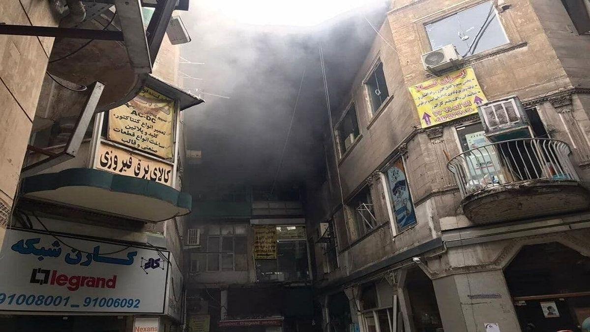 آتش سوزی در پاساژی در بازار تهران