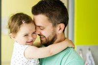 چه کسی در شکلگیری شخصیت فرزندان موثرتر است؟