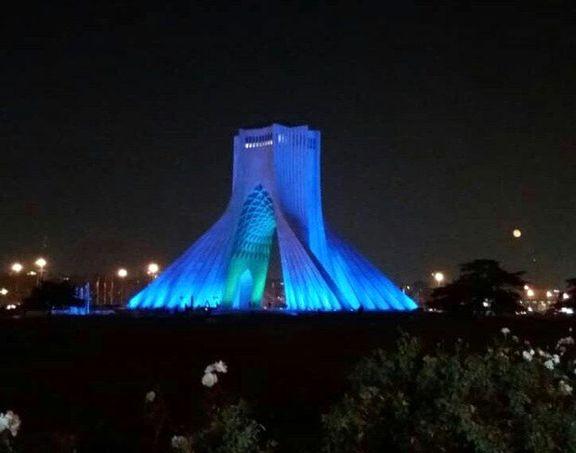 چرا برج آزادی آبی رنگ شد؟