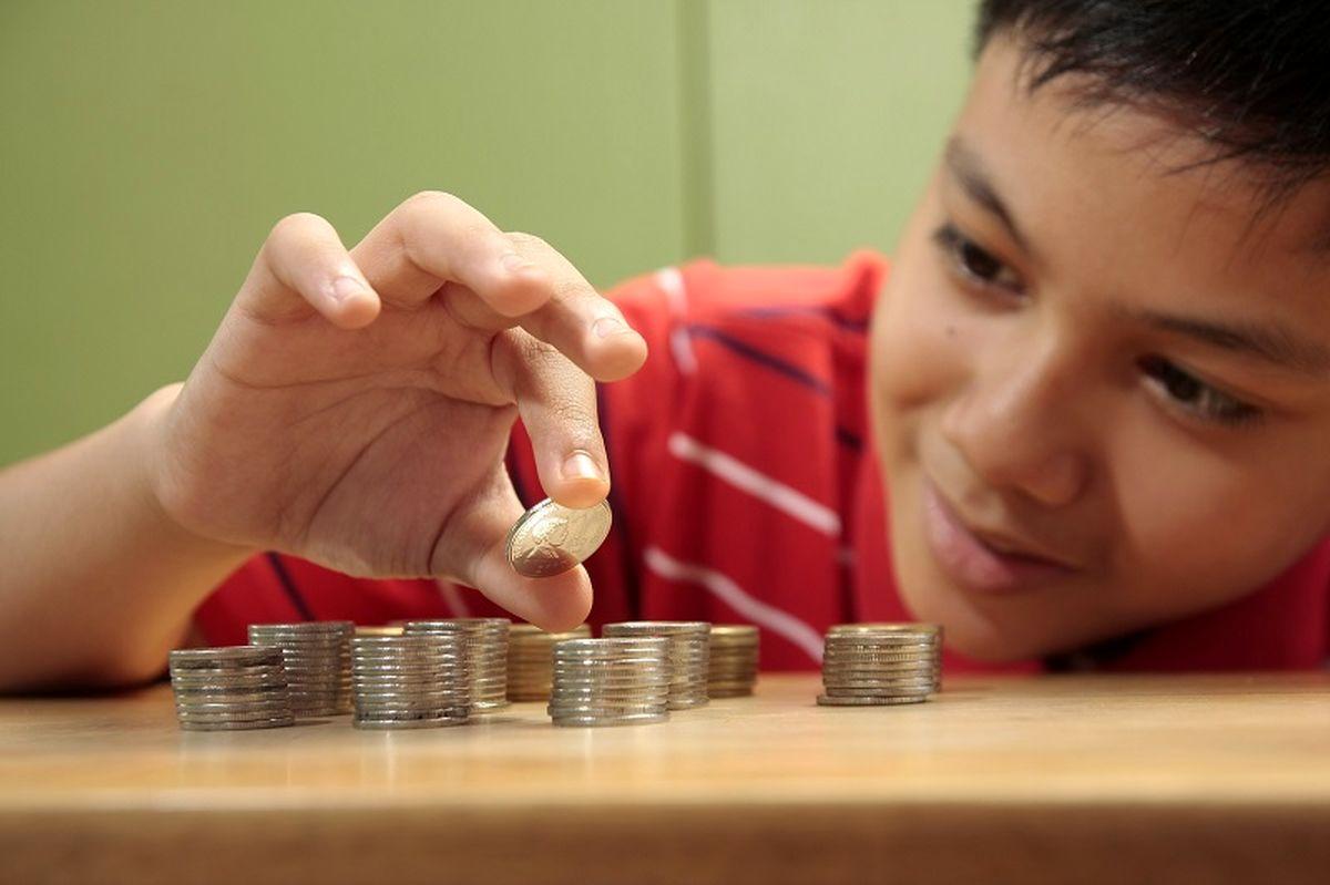 آیا باید کودکان را در جریان مشکلات اقتصادی قرار داد؟