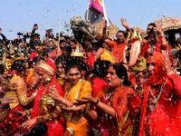 حمام سالانه هندیها در رود گنگ +تصاویر