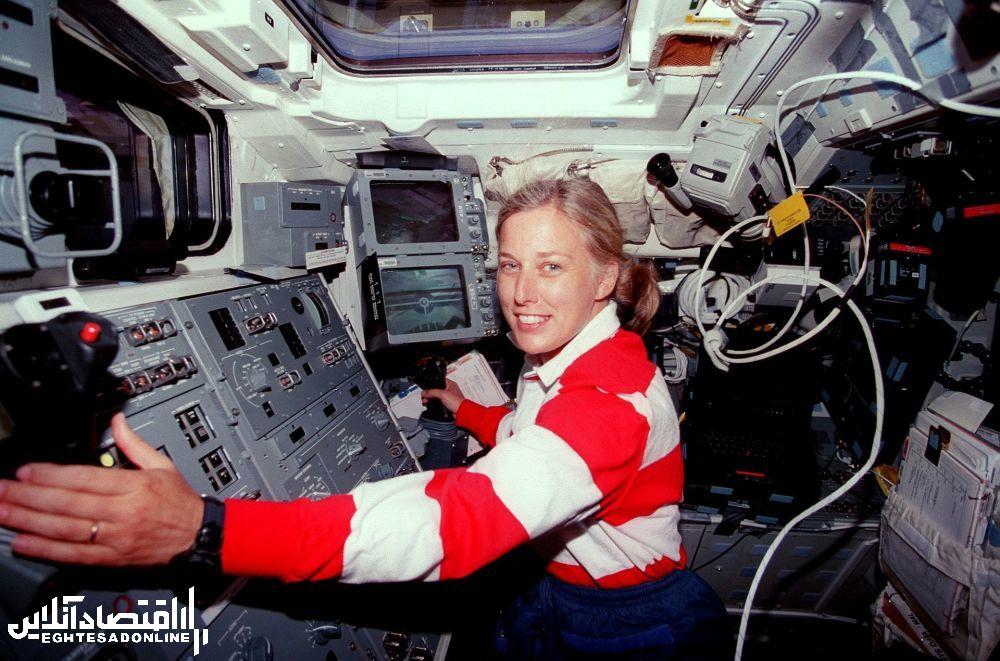 مهندس آمریکایی و ستاره شناس سابق جین دیویس