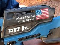 اسلحه سفارشی پسر ترامپ! +تصاویر