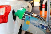 قره خانی: بنزین تولیدی پالایشگاههای قدیمی باعث افزایش آلودگیهوا میشود