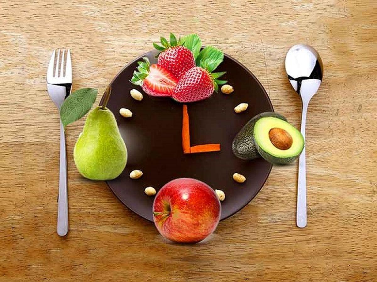 برای کاهش وزن میوه را ساعاتی قبل از غذا میل کنید