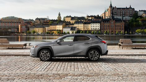 2019-Lexus-UX-250h-Mercury-Grey-F-Sport-3