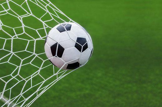 جوسازی یک دختر علیه ستارههای فوتبال