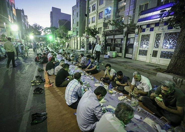 افطاری وسط خیابان