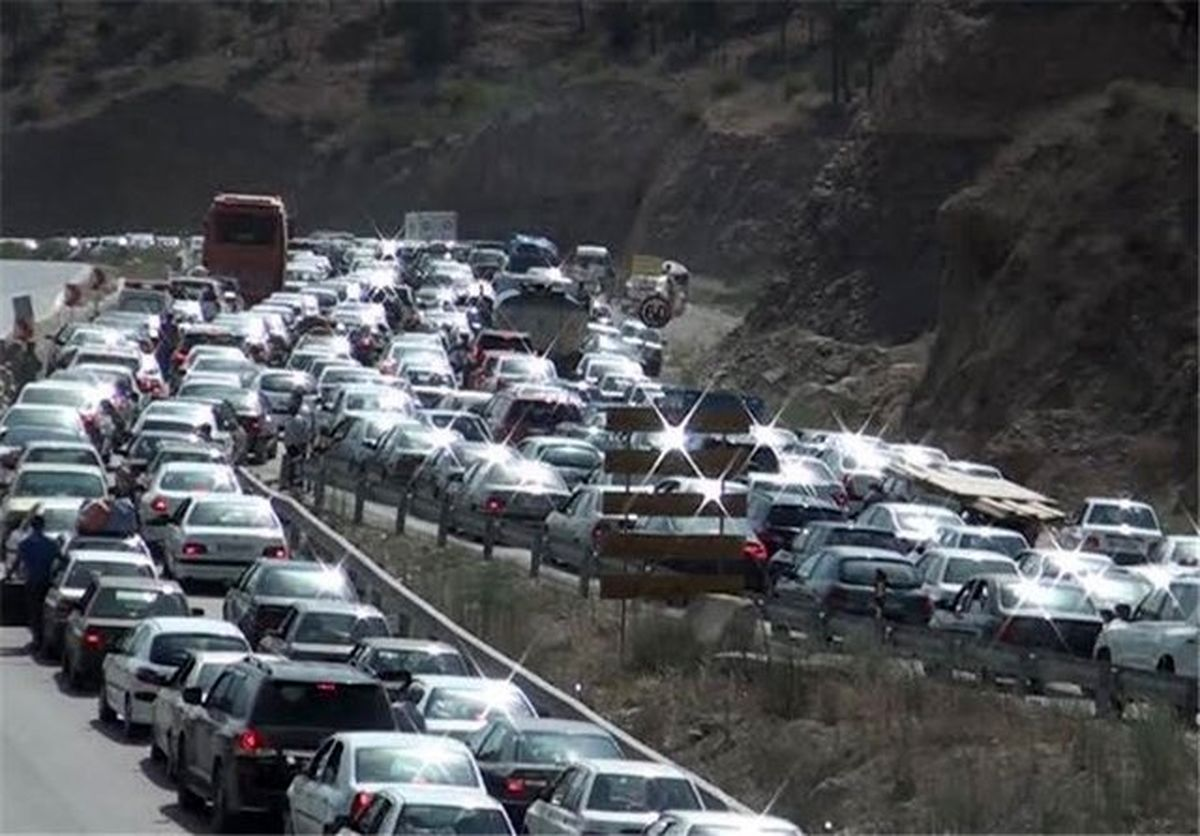 ریزش کوه و ترافیک سنگین در کندوان