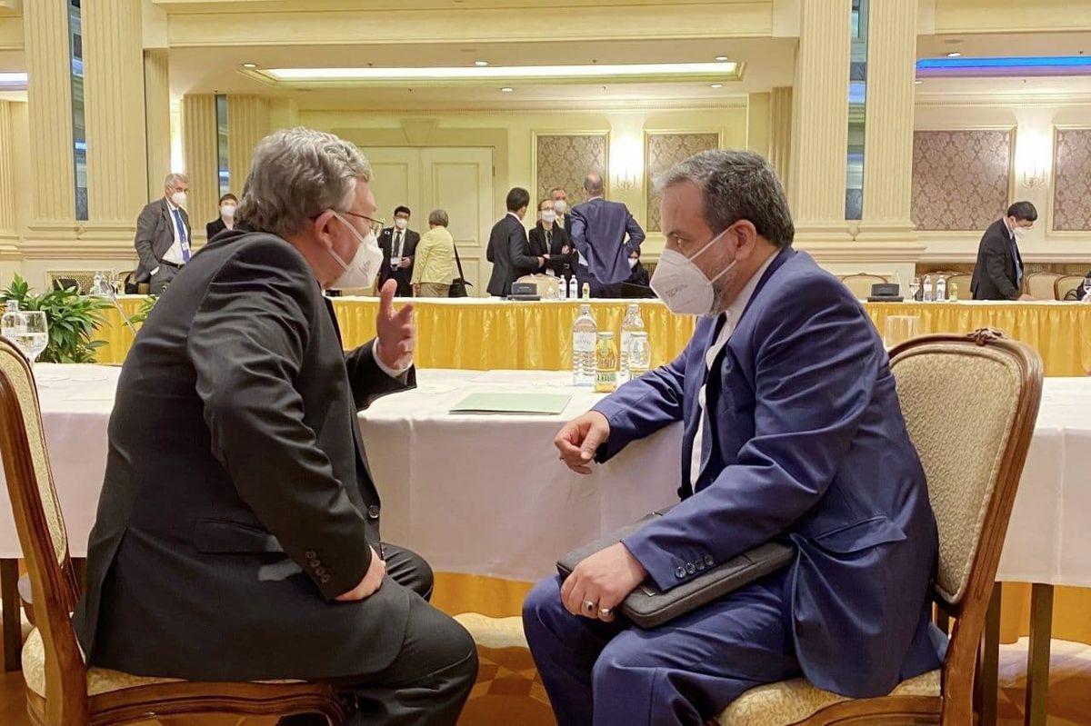 اولیانوف با عراقچی گفت و گو کرد