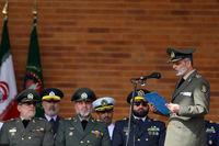 فرمانده کل ارتش: دستمان را از دست سپاه در نمیآوریم