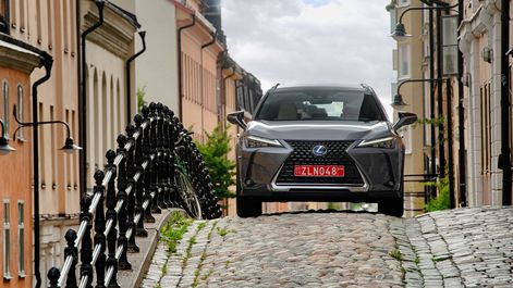 2019-Lexus-UX-250h-Mercury-Grey-F-Sport-41