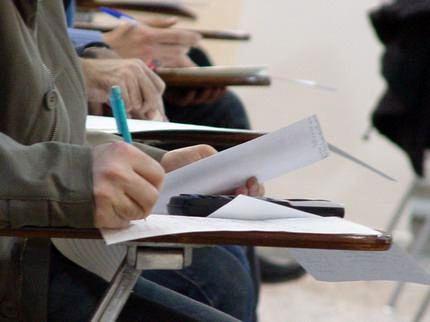 واگذاری تصمیم گیری درباره برگزاری امتحانات مدارس به معلمها