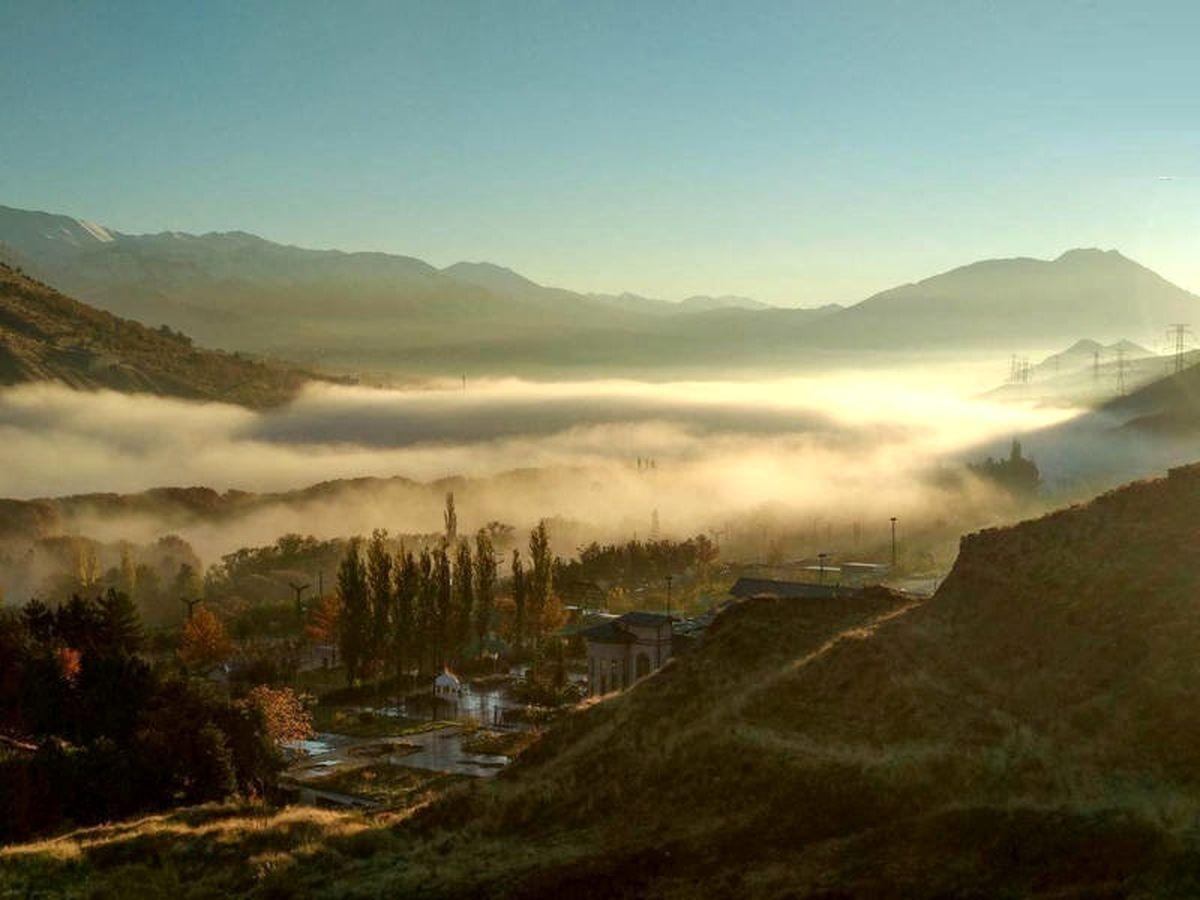 عکس دیدنی از مه صبحگاهی لواسان