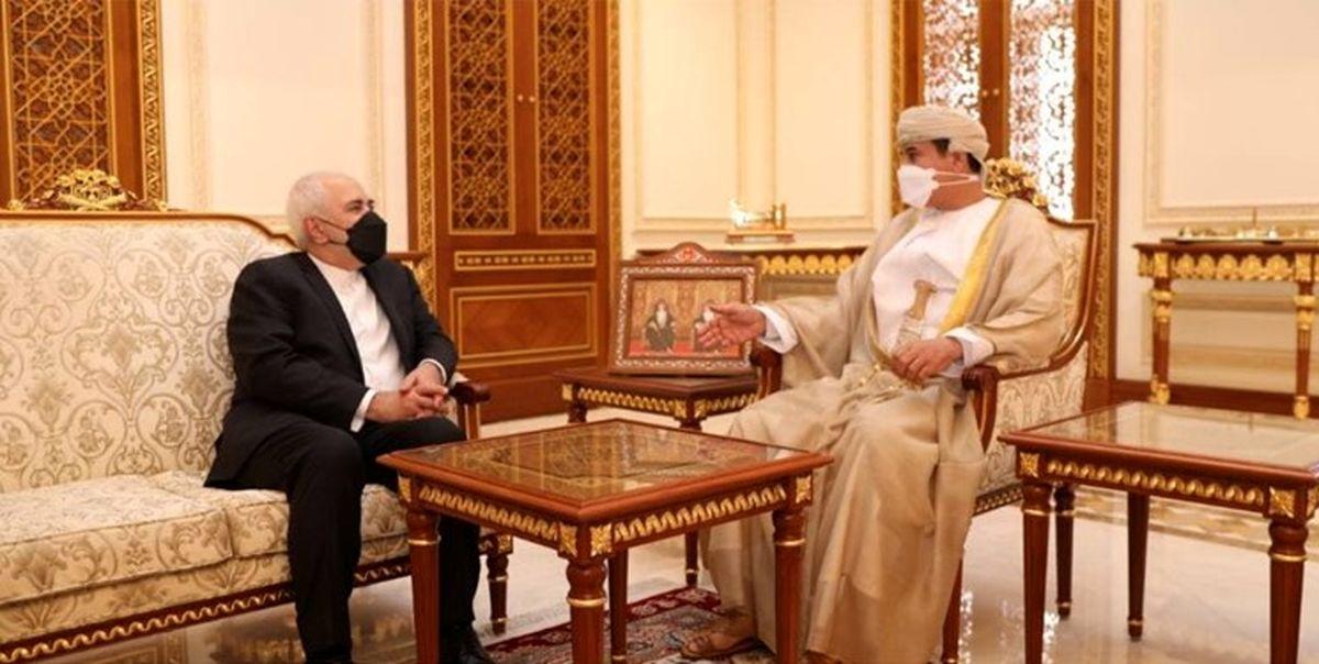 ظریف با وزیر دفتر سلطان عمان دیدار کرد