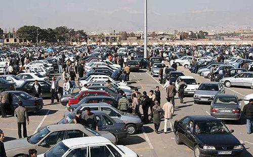 مردم فعلا برای خرید و فروش خودرو دست نگه دارند/ فروش خودرو با قرعهکشی برای بازار سم است