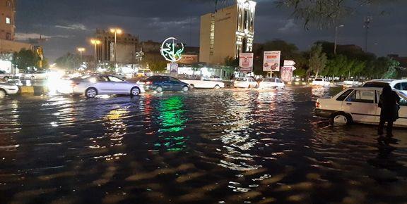 رگبار و رعد و برق در تهران منجر به آب ماندگی شد