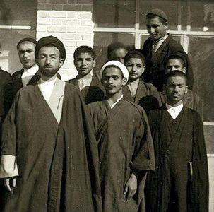 عکس یادگاری حسن روحانی با آیتالله بهشتی در ١٣ سالگی +تصویر