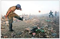 بازی فقر در زمین زباله