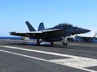 جنگنده اف-18 آمریکا در آب سقوط کرد