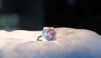 گرانترین انگشتر الماس فروخته شد +فیلم