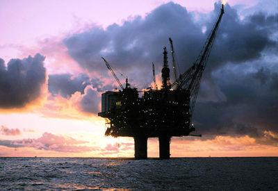 چرا نفت روی میز بورس ماند؟/تصمیم جدید وزارت ن