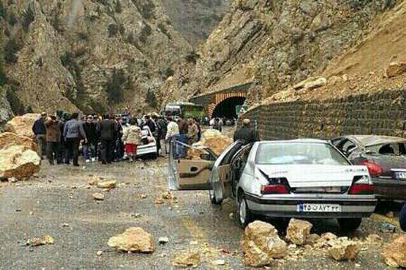 ریزش کوه در جاده آبدانان یک کشته برجا گذاشت