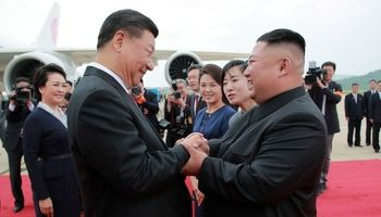استقبال ویژه از رییس جمهور چین در کره شمالی +تصاویر