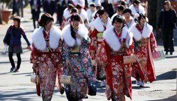 جشن باشکوه ژاپنیها برای دخترانشان +تصاویر