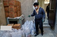 توزیع بستههای غذایی در روستاهای کردستان +عکس