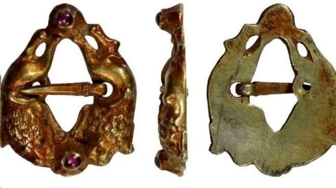 کشف سنجاق سینهای با قدمت ۸۰۰ ساله +عکس