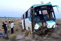 واژگونی اتوبوس با ۱۷ مصدوم