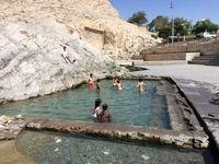 آب تنی در چشمه علی +تصاویر