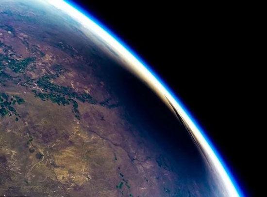 ثبت تصویری شگفتانگیز از خورشید گرفتگی از لبه فضا