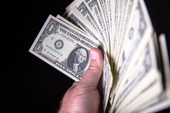 کاهش ۱۰۰تومانی قیمت دلار در صرافیهای بانکها/ دلار آزاد ارزانتر از بانکی شد