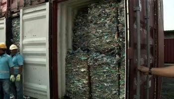 اندونزی ۹ کانتینر حاوی زباله های سمی را به استرالیا باز میگرداند +فیلم