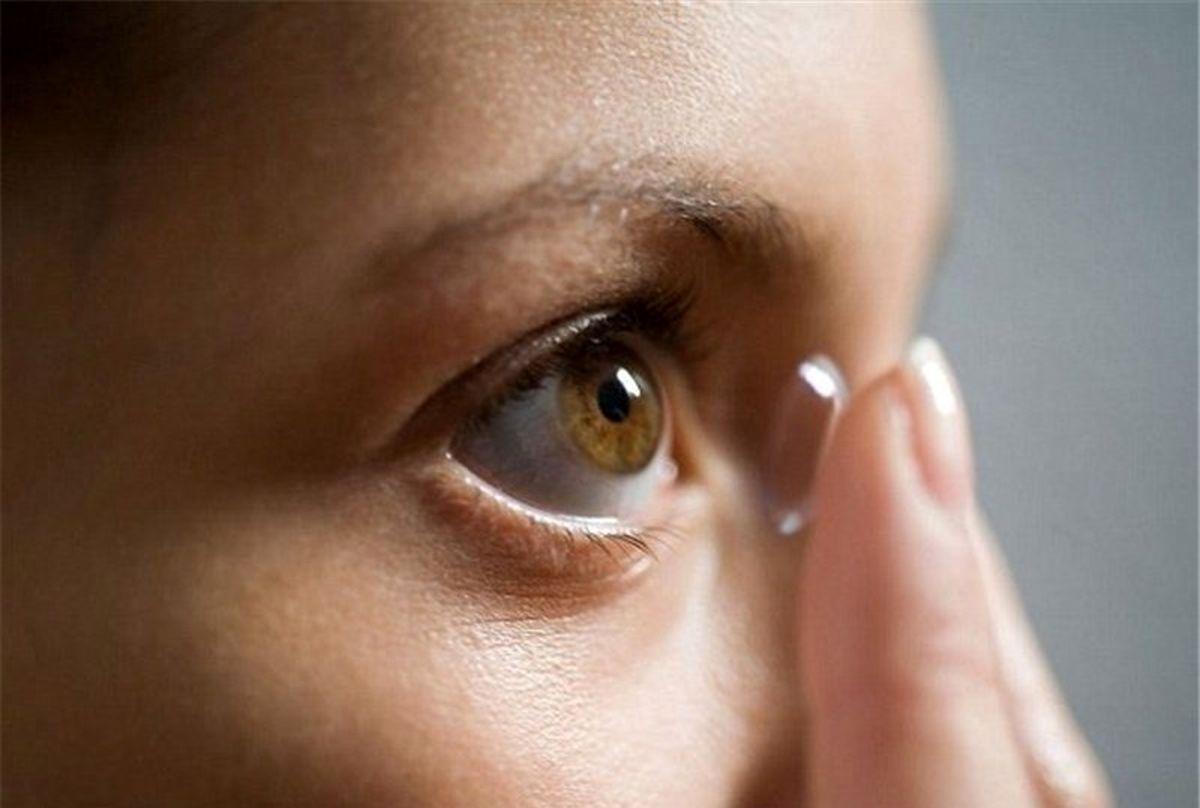 3رفتار اشتباه افرادی که از لنز استفاده میکنند