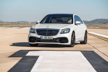 2018-Mercedes-AMG-S63-front-three-quarter-02