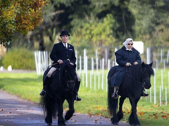 اسب سواری ملکه ۹۳ساله انگلیس +تصاویر