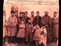 تصویری تاریخی از احمدشاه با اهل منزل