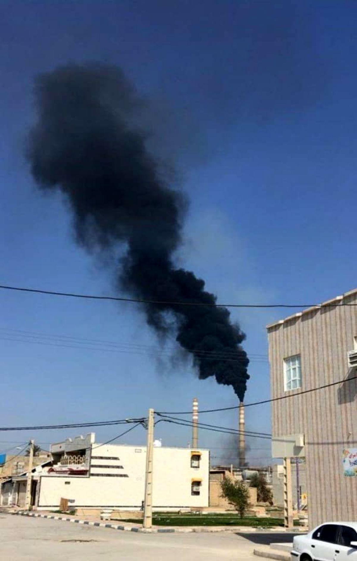 دود سیاه ناشی از استفاده سوخت مایع در نیروگاه رامین اهواز