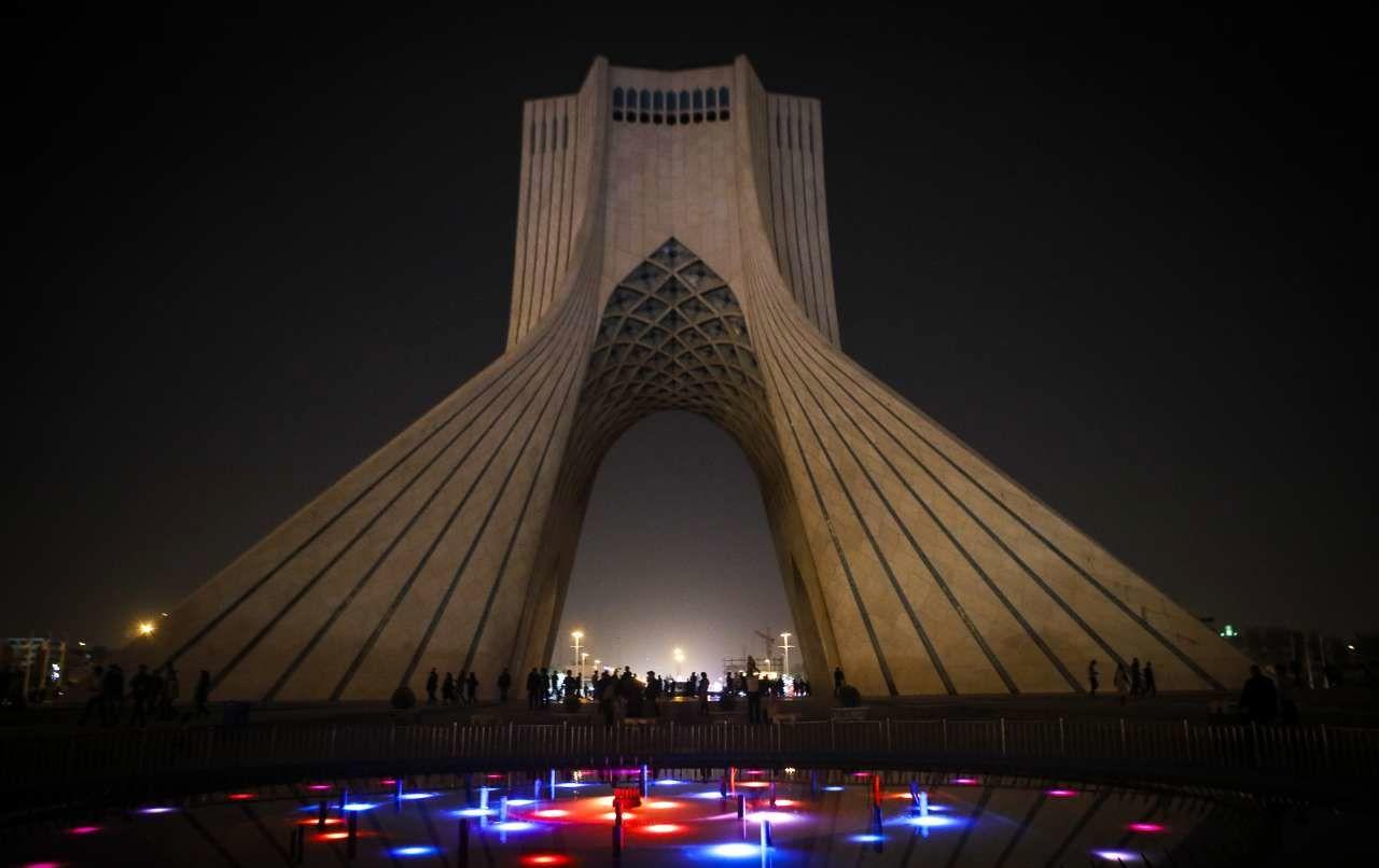 مراسم «ساعت زمین» در برج آزادی تهران