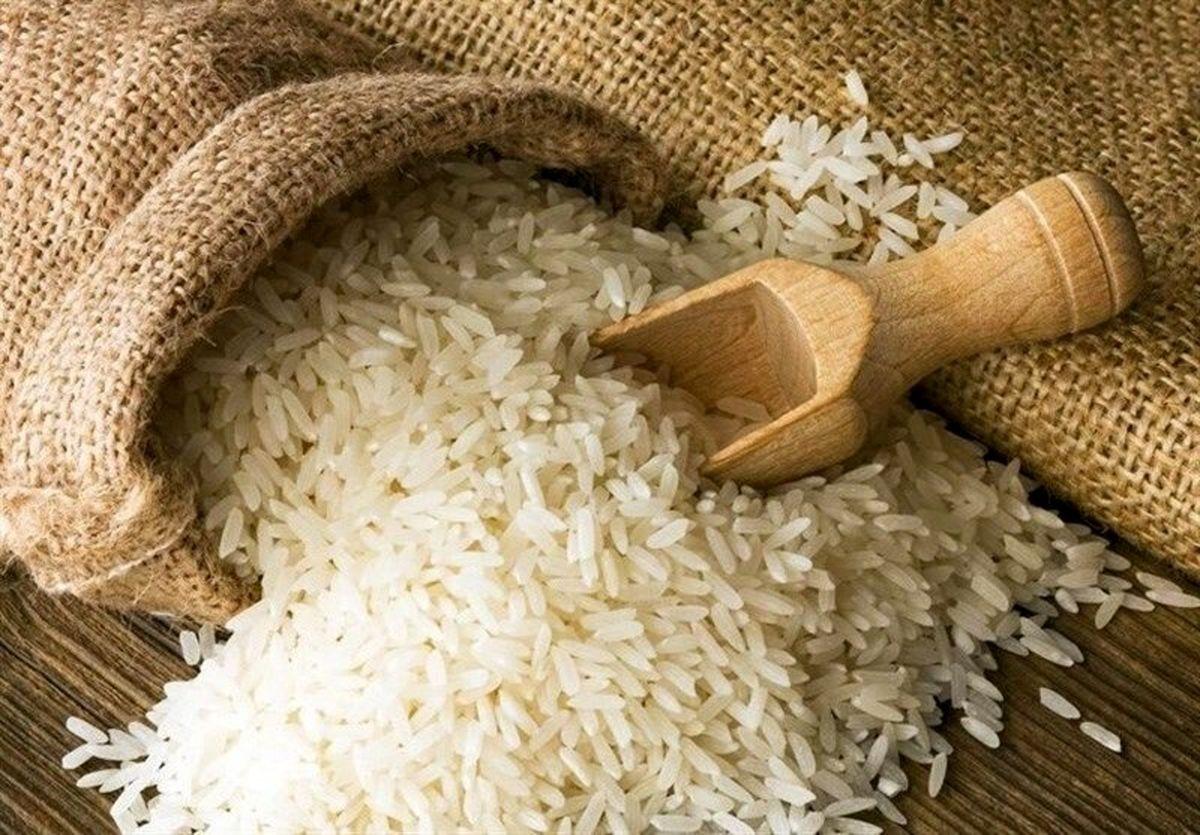 به اندازه کافی ذخایر برنج تولیدی و وارداتی داریم