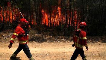 تلاش برای مهار آتشسوزیها در پرتغال +تصاویر