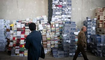 انبار کتابهای قاچاق در تهران +تصاویر