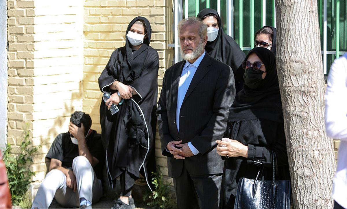 سیاستمدار مشهور در مراسم تشییع آزاده نامداری +عکس