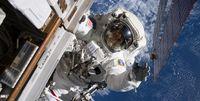 فضانوردان از پوشک استفاده میکنند