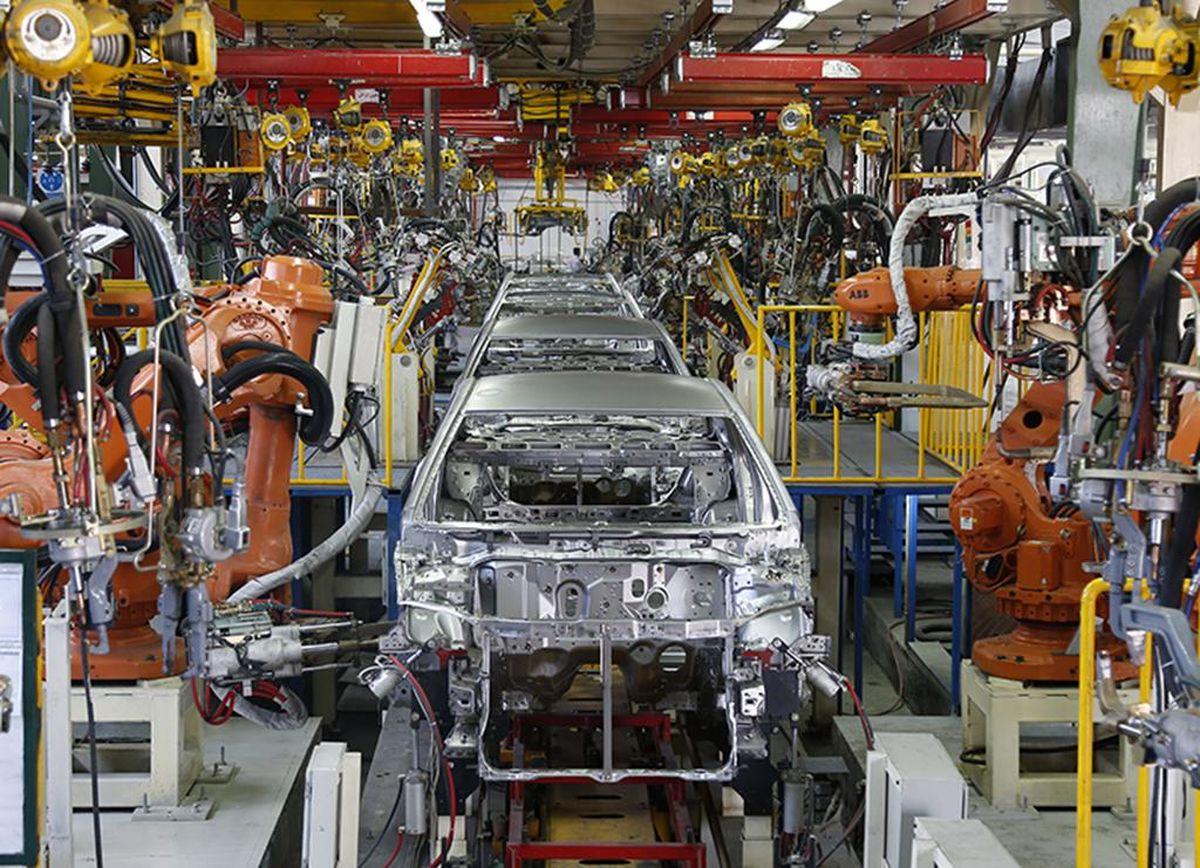 خط تولید قطعهسازان در آستانه توقف/ احتمال تولید خودروهای ناقص در خودروسازیها