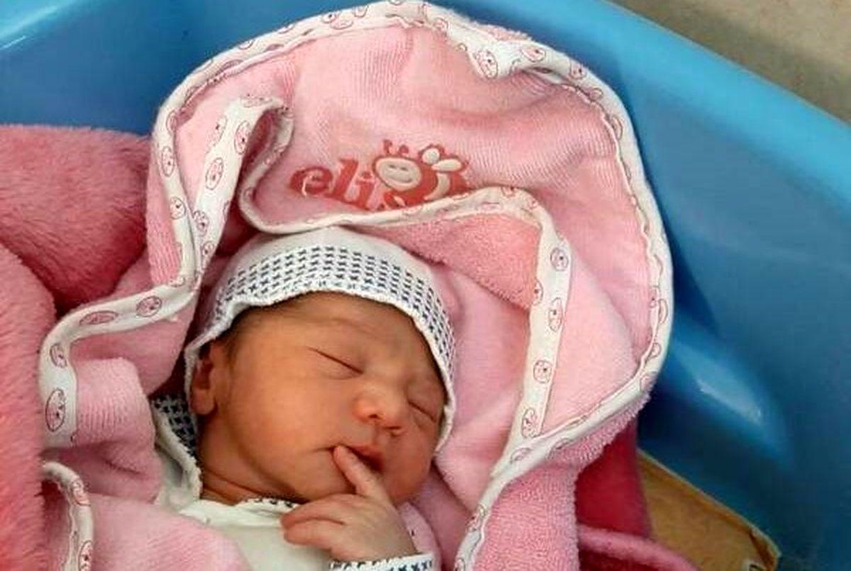 تولد نوزاد عجول در آسمان +عکس